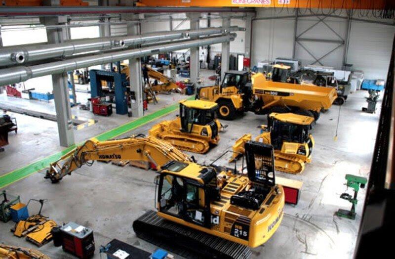 Engins de chantier en entrepôt ESM
